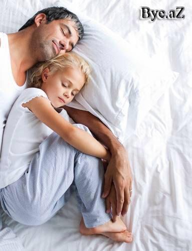 застукала дочь блондинку с ее парнем фото