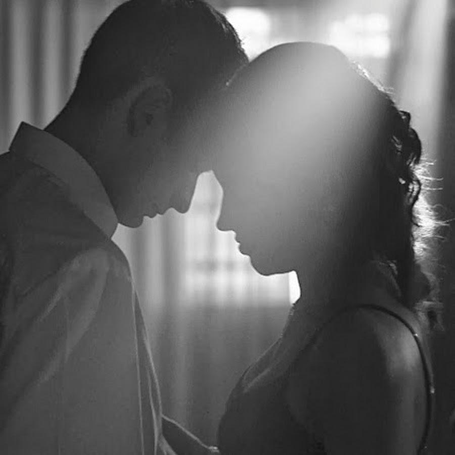 Картинки двое влюбленных со спины нежность черно-белые