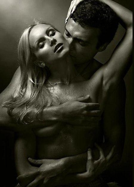 Разделась для черно-белое фото необузданная страсть ебут порно жопу