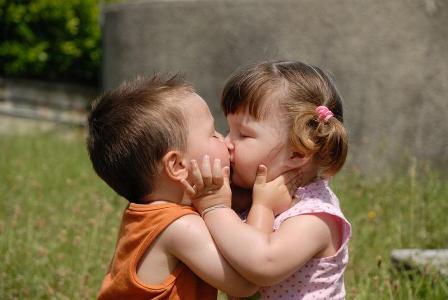 фото сладкий поцелуй