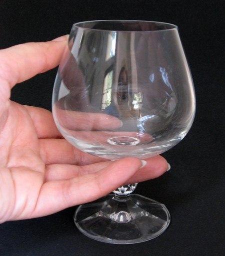 картинка пустой стакан в руке данного сорта