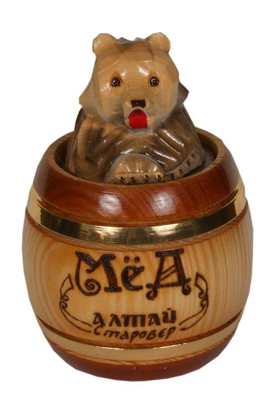 Медведь с бочонком меда открытка