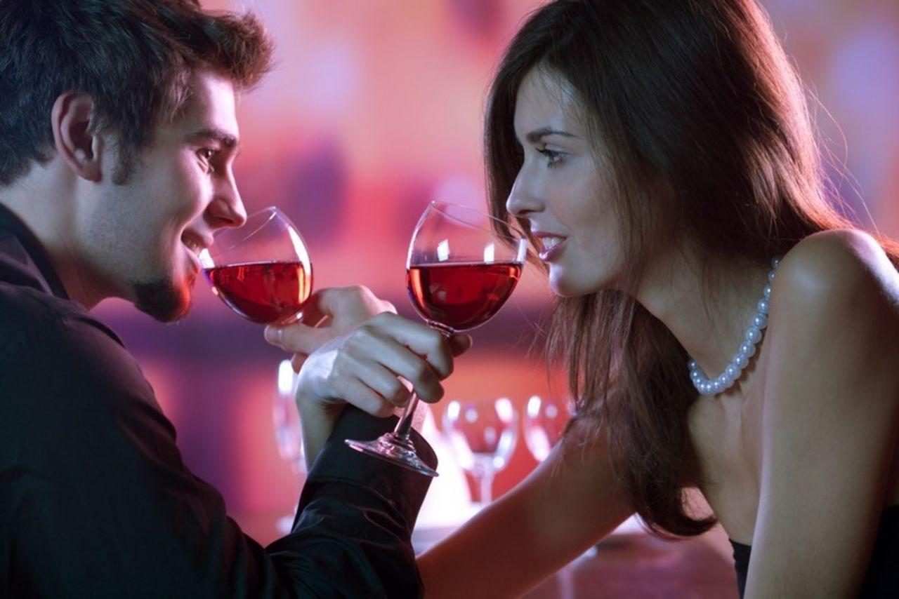 romanticheskiy-uzhin-seks-s-parnem-eblya-chulki-anal