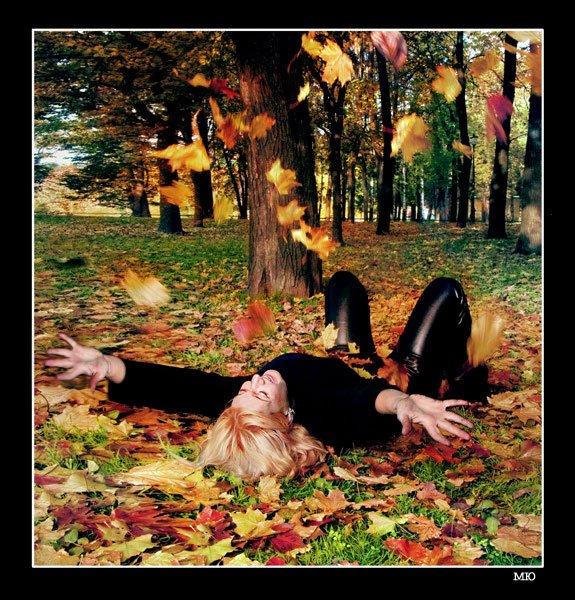 Скачать песню загуляет осень