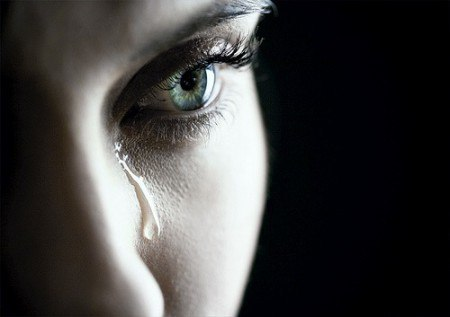 картинки девушка плачет: