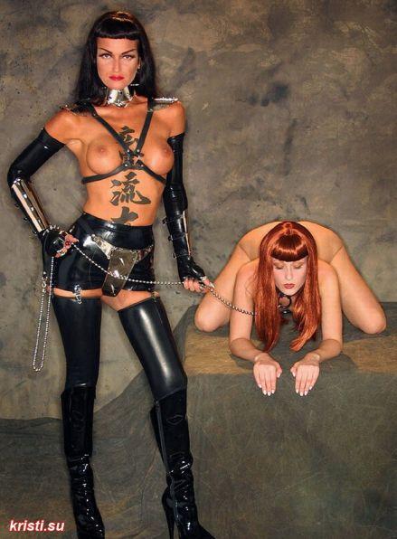 Две черных повелительницы и рабыня #11