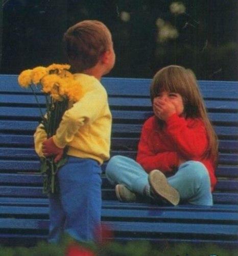 [center][b]Сюрприз [/b]  [img=left]http://www.blogolita.ru/wp-content/uploads/2014/05/СЮРПР�З-300x199.jpg[/img]  Сынок любимый Арик. Но папа огорчён, Что только вечерами Мог сына видеть он.  Успел спросить он, как-то, «Что нового в саду? Тебя, наверно, завтра Я в садик поведу.  Коль новость, есть, какая, Скажи, чего уж там. Что мама вдруг не знает… Не выдам, не продам!»  Ответил Арик папе: «Нет новых новостей, А старая, про Катю, Женился я на ней!»  «Вот это да!!!� как же?» (Был интерес такой) «Поцеловались дважды. Зовёмся -- муж с женой!»  Прошёл, однако, месяц (Для деток – длинный срок) Всё аккуратно взвесив -- «Как, с Катей ты, сынок?»  «Никак!(� так бывает) Мы с Катей развелись! Она ещё не знает. Пусть будет ей сюрприз!»  [img=left]http://www.chitalnya.ru/upload2/945/0c8246892b92911eb06acbfb1728612e.jpg[/img][/center]