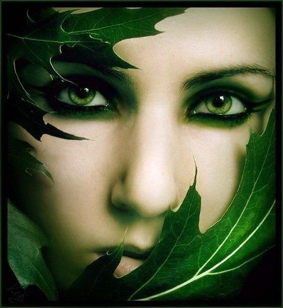 она картинка зеленоглазой ведьмы порыв ветра
