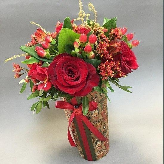 Букет из цветов в стакане, срезанные