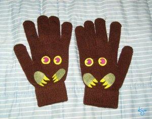 Перчатки на грядке