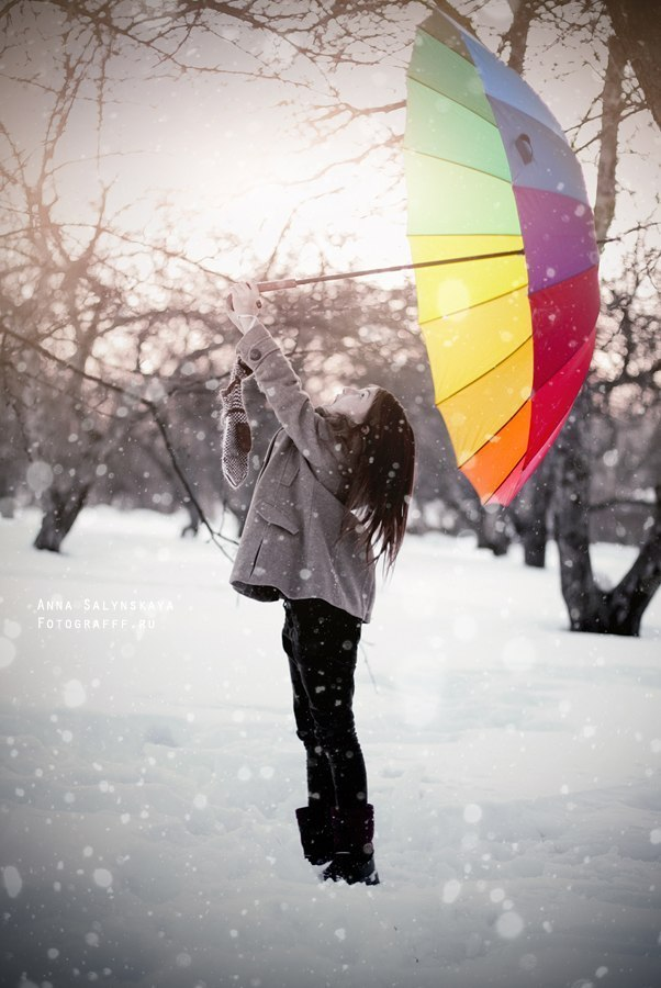 Картинка девушки под зонтом зимой