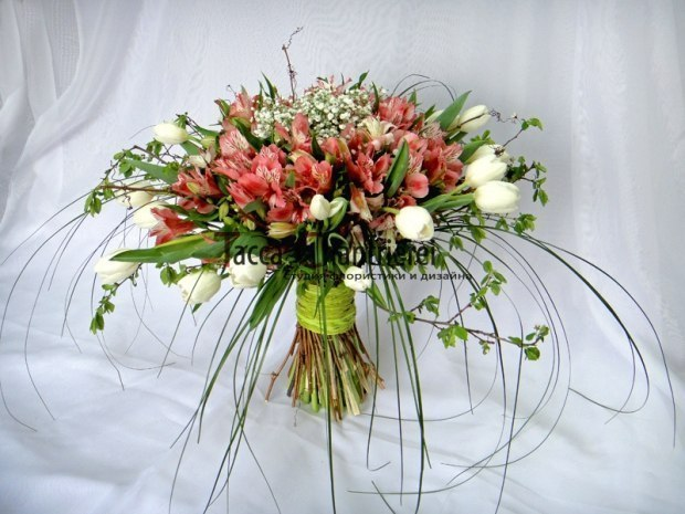 Оригинальное оформление букетов из живых цветов