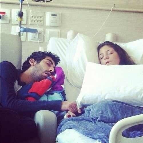 Пацан в больнице с девушкой