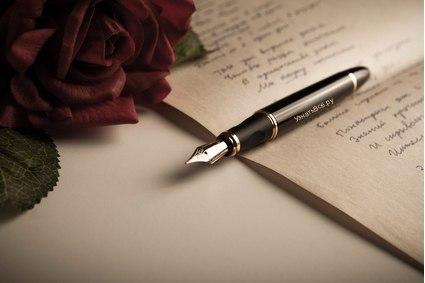 Он пишет ей, её любя...
