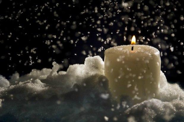 Свеча на снегу.Муз и исп Виталий Галушко